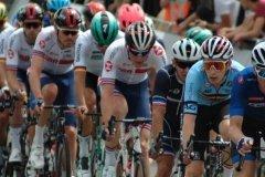 The peloton in the start/finish straight