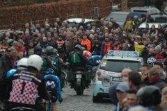 Follower cars and spectators