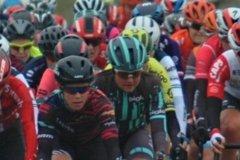 The peloton hits Haaghoek
